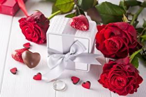 Fotos Valentinstag Rosen Bonbon Geschenke Schleife Herz Ring Blumen