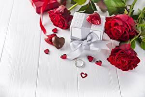 Hintergrundbilder Valentinstag Rosen Bonbon Bretter Herz Schleife Ring Blüte