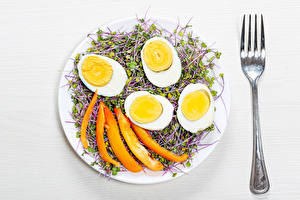 Bilder Weißer hintergrund Teller Ei Essgabel Lebensmittel