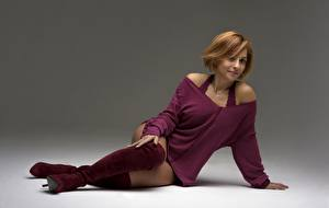 Bilder Erwachsene Frau Sitzend Stiefel Bein