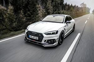 Bilder Audi Fahrendes Weiß Coupe RS5-R