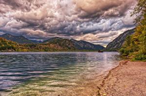 Hintergrundbilder Österreich See Berg Küste Herbst Wolke HDRI Lake Almsee Habernau