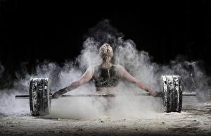 Bilder Hantelstange Blondine Rücken Körperliche Aktivität Hand Mädchens