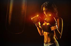Desktop hintergrundbilder Boxen Boxer Hand Handschuh Bauch sportliches Mädchens