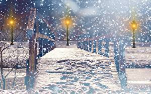 Bilder Brücken Winter Parks Straßenlaterne Schnee Nacht Unscharfer Hintergrund Städte