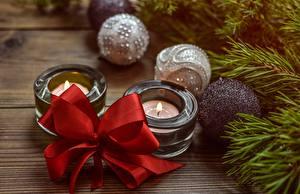 Fotos Neujahr Kerzen Kugeln Schleife Ast