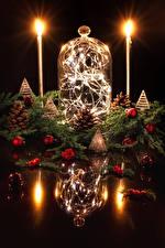 Bilder Neujahr Kerzen Beere Design Spiegelt Ast Zapfen Kugeln