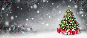 Fotos Neujahr Tannenbaum Geschenke Schnee