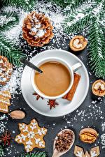 Bilder Neujahr Kaffee Cappuccino Kekse Schalenobst Zapfen Tasse das Essen
