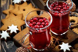 Fotos Neujahr Getränke Kekse Beere Sternanis Zwei Becher das Essen