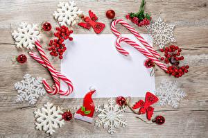 Bilder Neujahr Dauerlutscher Beere Bretter Vorlage Grußkarte Schneeflocken Kugeln Mütze