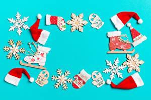 Fotos Neujahr Schneeflocken Schlittschuh Mütze Fausthandschuhe Vorlage Grußkarte