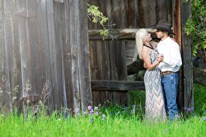 Images Couples in love Man Adult woman Hat Blonde girl Grass Dance