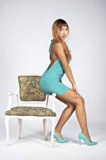 Fotos Stühle Posiert High Heels Bein Schöne Kleid Rotschopf Francesca junge frau
