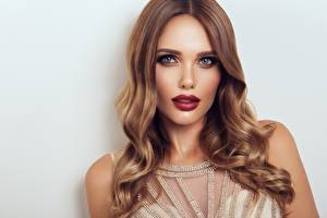 Fotos Blick Schminke Rote Lippen Haar Model Hübscher Frisuren Mädchens