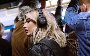 Bilder Blondine Haar Kopfhörer Marshall Mid ANC Bluetooth Black Mädchens