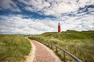 Bilder Niederlande Leuchtturm Himmel Gras Gehweg Eierland Lighthouse, Texel island Natur