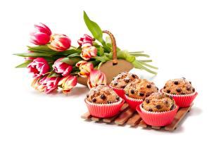 Hintergrundbilder Backware Tulpen Keks Muffin Weißer hintergrund das Essen Blumen