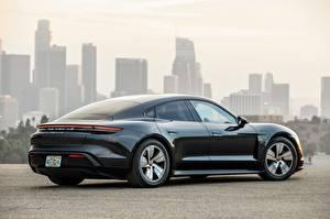 Hintergrundbilder Porsche Seitlich Schwarz Metallisch Coupe Taycan 4S 2020 automobil