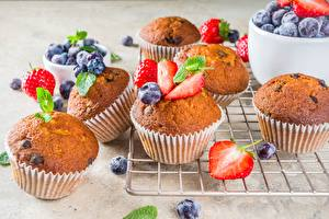 Pictures Pound Cake Muffin Strawberry Blueberries