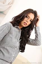 Hintergrundbilder Roxy Only  Starren Frisuren Hand junge frau