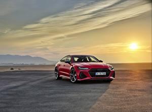 Bilder Morgendämmerung und Sonnenuntergang Audi Rot Metallisch Sportback, RS7, 2020