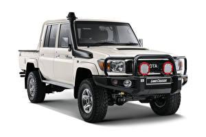 Fotos Toyota Weißer hintergrund Weiß Pick-up 2019 Land Cruiser Double Cab LX Namib