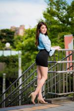 Fotos Asiatische Bein Rock High Heels Braunhaarige Bluse Mädchens