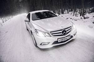 Bilder BMW Mercedes-Benz Weiß Coupe e-class c207 amg auto