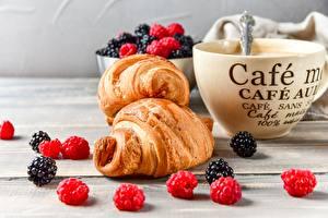 Hintergrundbilder Beere Himbeeren Brombeeren Croissant Kaffee Tasse das Essen