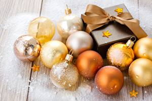 Sfondi desktop Natale Palle Piccole stelle Regali Fiocco di nastro Oro colore