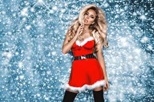 Hintergrundbilder Neujahr Blond Mädchen Kleid Schnee Blick Hand