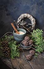 Hintergrundbilder Neujahr Kaffee Cappuccino Zimt Bretter Ast Zapfen Becher Lebensmittel