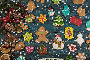 Pictures New year Cookies Cinnamon Design Conifer cone New Year tree Snowman Heart Food