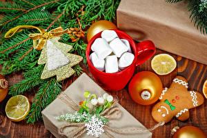 Hintergrundbilder Neujahr Kekse Zitronen Tasse Marshmallow Ast Kugeln Geschenke Weihnachtsbaum das Essen