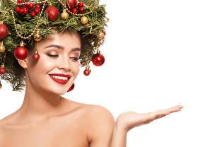 Bilder Neujahr Kreativ Weißer hintergrund Gesicht Rote Lippen Ast Kugeln Hand Vorlage Grußkarte Mädchens