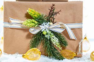 Hintergrundbilder Neujahr Geschenke Ast Lichterkette Schleife