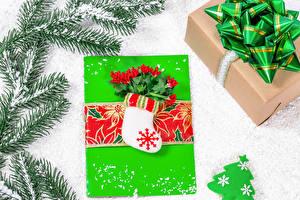 Bilder Neujahr Geschenke Stiefel Ast