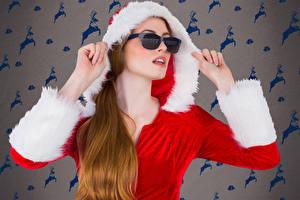 Fotos Neujahr Brille Kapuze Hand junge Frauen