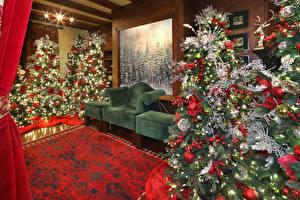 Bilder Neujahr Innenarchitektur Weihnachtsbaum Sessel Kugeln Lichterkette
