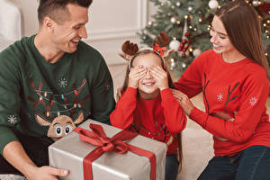 Image New year Mother Man Little girls Present Hands Family child Girls