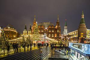 Fotos Neujahr Russland Moskau Moskauer Kreml Abend Tannenbaum Straßenlaterne Straße