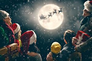 Bilder Neujahr Himmel Hirsche Familie Mütze Geschenke Mond Silhouetten Schlitten Weihnachtsmann