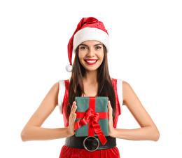Фотография Рождество Белом фоне Шатенки Улыбается Смотрит Шапка Подарок Рука