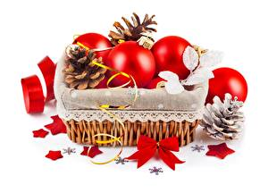 Bilder Neujahr Weißer hintergrund Weidenkorb Kugeln Kleine Sterne Zapfen Schleife