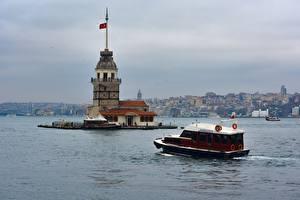Bakgrundsbilder på skrivbordet Istanbul Turkiet Motorbåt Fyrar Bosporus stad