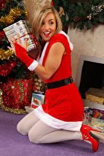 Hintergrundbilder Melanie walsh Neujahr Blondine Starren Lächeln Uniform Bein