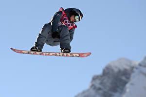 Fotos Mann Snowboard Uniform Brille Flug Alexey Sobolev, 2014 sochi Olympics Sport