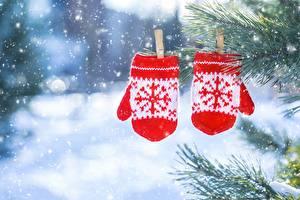 Bilder Fausthandschuhe 2 Schneeflocken Wäscheklammer Unscharfer Hintergrund