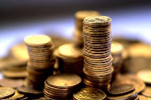 Bakgrundsbilder på skrivbordet Pengar Ett mynt Närbild Många Suddig bakgrund grosz, groschen